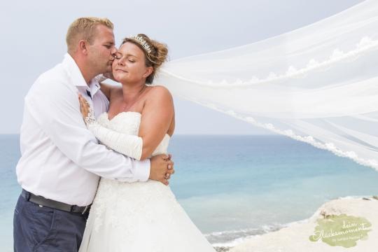 Hochzeit vor türkisem Wasser