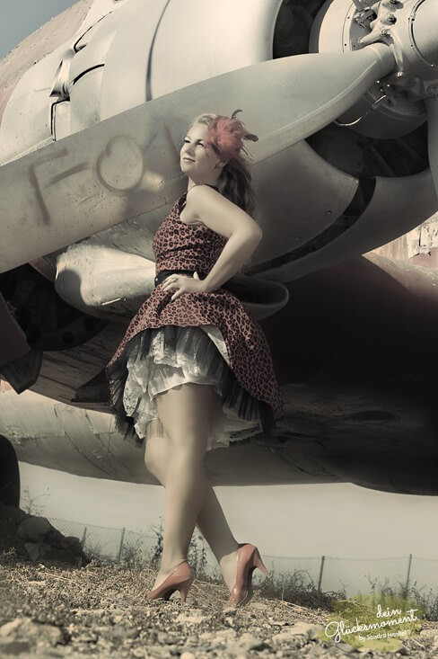 Pin-Up Shooting - Kreativ  - Bahia Feliz Flugzeug Visagist